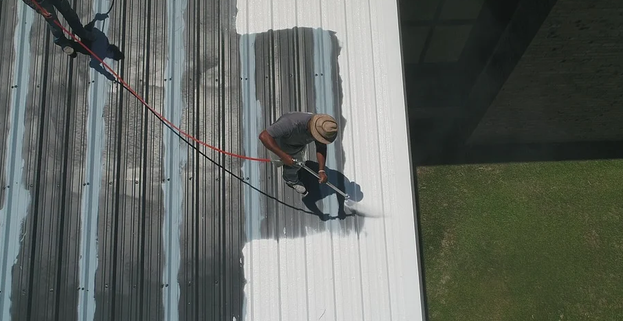 Die Sanierung eines Dachs sorgt dafür, dass das Haus zukünftig geschützt ist